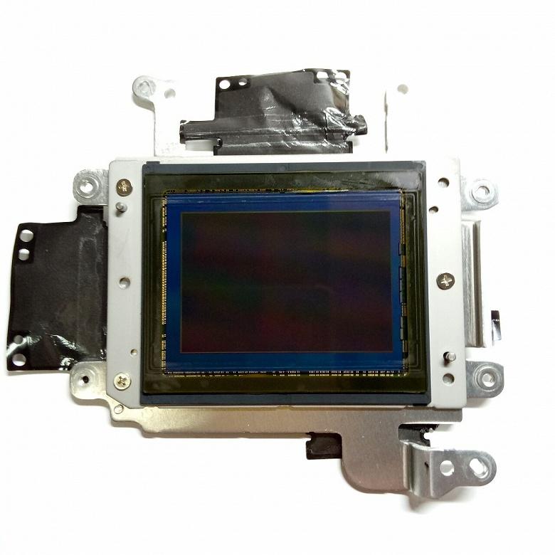 Датчик изображения камеры Nikon D850 изготовлен Sony