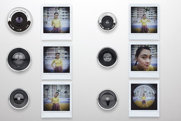 Камера моментальной фотографии Lomography Diana Instant Square оснащена сменным объективом