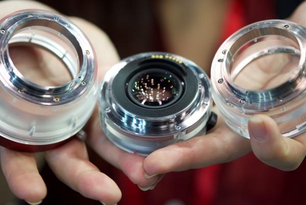Разработчики показали варианты переходника Flare Adapter для объективов PL и EF, а также телеконвертор с креплениями EF