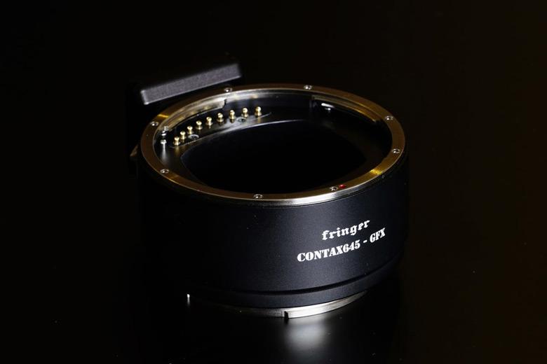 Переходники K&F Concept обеспечивают только механическую совместимость, Fringer — еще и электронную